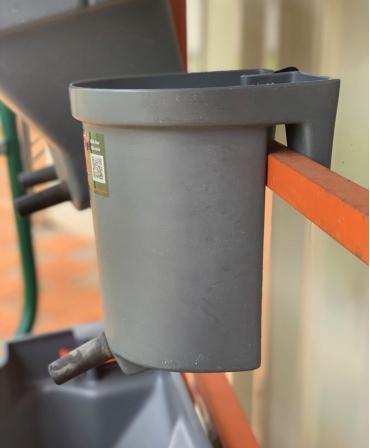 Galeata cu tetina pentru alaptarea viteilor, Milk Bar, 3l cu suport de prindere si carlig de blocare lateral