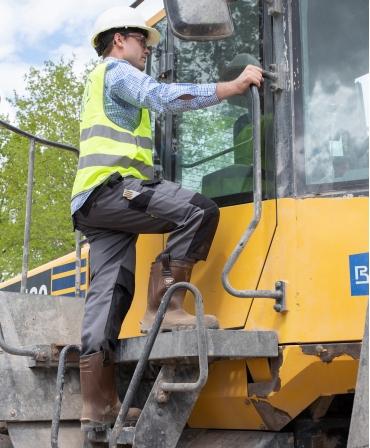 Cizme protectie Bekina RigliteX SolidGrip, S5, maro/negru, muncitor pe scara buldozer