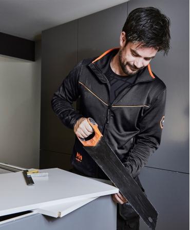 Bluza elastica Helly Hansen Chelsea Evolution Midlayer, neagra, muncitor la lucru cu fierastrau