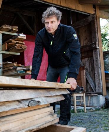 Pantaloni de lucru Helly Hansen Aker Construction, imbracati, la lucru