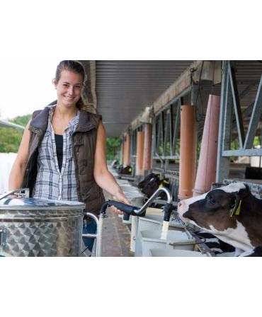 Milk Taxi pentru hranirea inteligenta a viteilor, in lucru la alaptarea viteilor