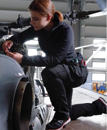 Pantaloni de lucru dama Helly Hansen Luna Construction, negri, cu genunchii indoiti
