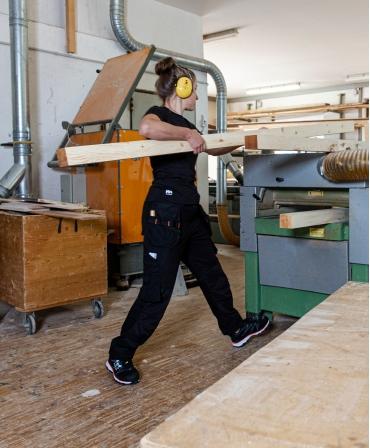 Pantaloni de lucru dama Helly Hansen Luna Construction, negri, imbracati, lucru cu lemn