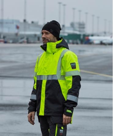 Geaca de iarna cu gluga Helly Hansen ICU Winter, impermeabila, reflectorizanta, HVC2, 3, galben/negru, asortata cu pantaloni