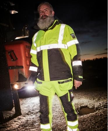Geaca de iarna cu gluga Helly Hansen ICU Winter, impermeabila, reflectorizanta, HVC2, 3, galben/negru, la lucru seara