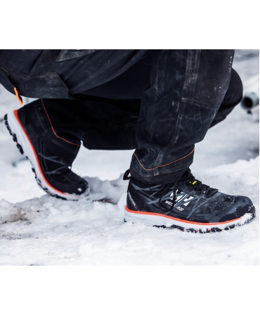 Pantofi protectie Helly Hansen Chelsea Evolution Low, S3, negru/portocaliu, la lucru, din profil