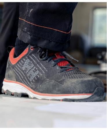 Pantofi protectie Helly Hansen Chelsea Evolution Soft Toe, O2, negru/portocaliu, la lucru, din unghi