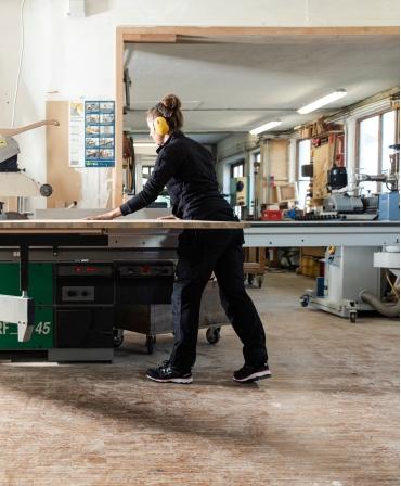 Pantofi protectie dama Helly Hansen Luna Low, S3, negru/portocaliu, la bancul de lucru