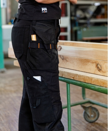 Pantaloni de lucru dama Helly Hansen Luna Construction, negri, detalii buzunare pantaloni