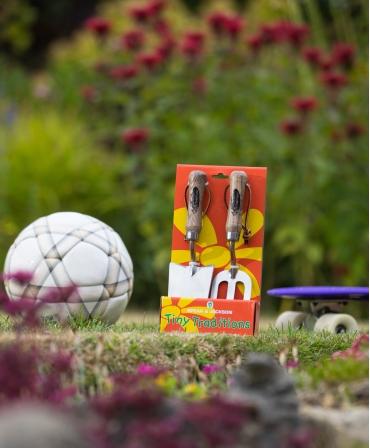 Set gradinarit cadou pentru copii cu doua piese cu lame inox, manere lemn, Spear & Jackson, afara