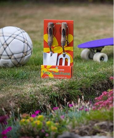 Set gradinarit cadou pentru copii cu doua piese cu lame inox, manere lemn, Spear & Jackson, in exterior