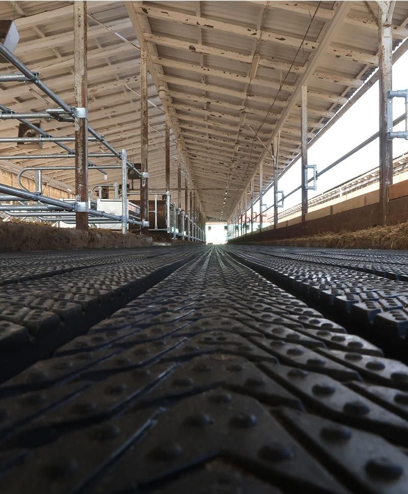 Covor de trafic din cauciuc, MAGELLAN GROOVE, cu canale de scurgere pentru lichide, 25mm grosime, in ferma