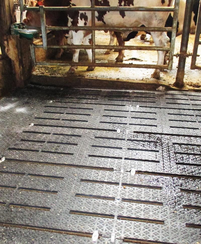 Covor de trafic din cauciuc pentru aleile cu gratare de beton, PANAMA SLAT, 16mm grosime