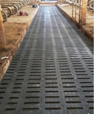 Covor de trafic din cauciuc pentru aleile cu gratare de beton, PANAMA SLAT, 16mm grosime, in ferma