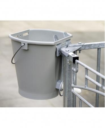 Suport metalic galeata alaptare vitei cu tetina, CalfOTel, utilizare