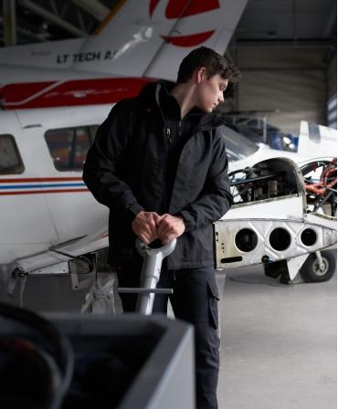 Pantaloni de lucru Helly Hansen Oxford Work, muncitor in aeroclub