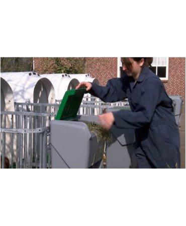 Caseta plastic furaje combinate CombiFeeder pentru cusetele individuale vitei CalfOTel cu capacul deschis